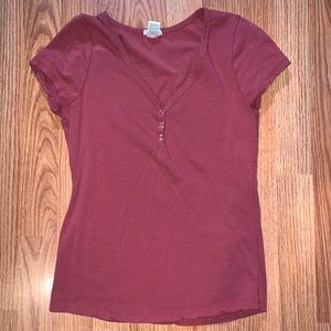 Button v-neck t-shirt